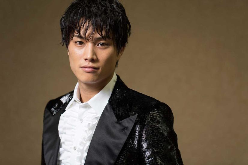 鈴木伸之がドラマ「あなたのことはそれほど」で新境地!人気が止まらない!